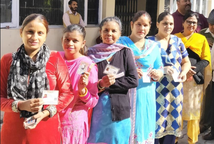 51 and 57 percent polling in panchayat and local body by-election in Himachal Pradesh