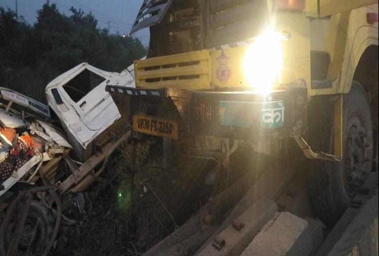 प्रयागराज के भीरपुर चौकी के पास प्रयागराज-मिर्जापुर राजमार्ग पर मंगलवार सुबह ट्रक और महिंद्रा पिकअप वैन में भिड़ंत हो गई, जिसमें तीन लोगों की मौके पर मौत हो गई।