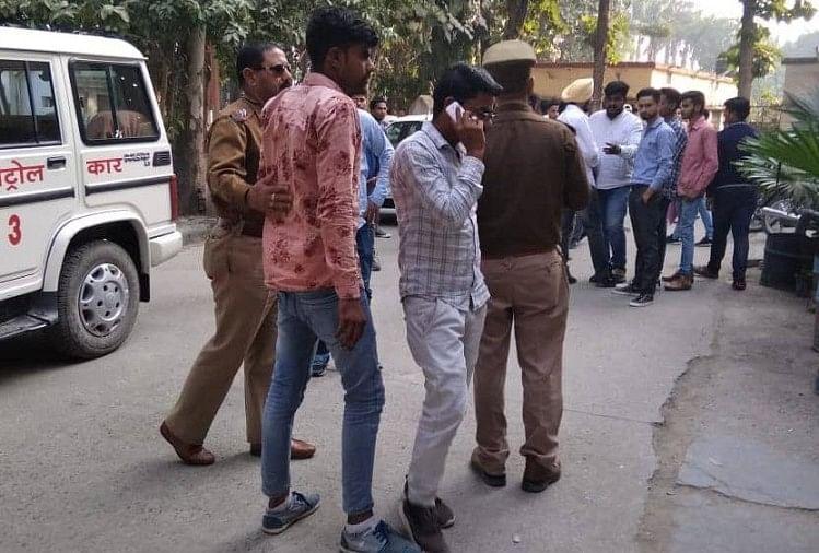 दो दिन पूर्व रुद्रपुर पीजी कॉलेज में दो छत्राओं के बीच हुए विवाद के बाद छात्रों के बाद दो पक्षों के बीच विवाद हो गया था।