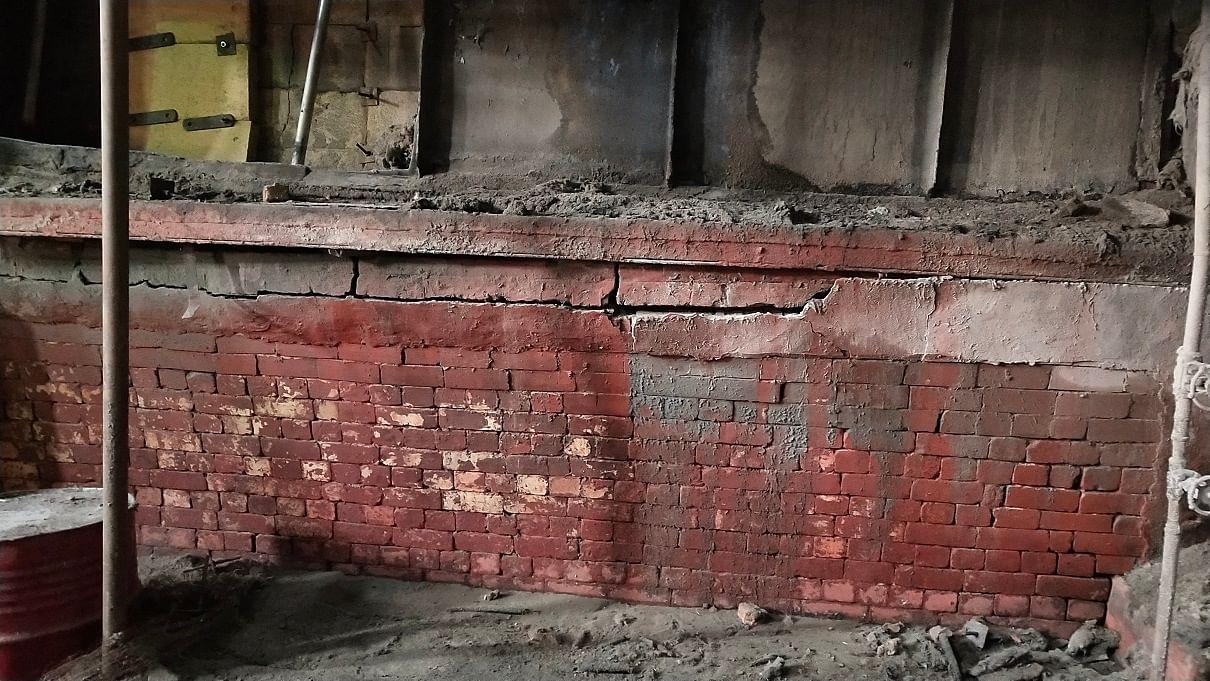 नानौता चीनी मिल में ब्वायलर की क्षतिग्रस्त बाहरी दीवार।