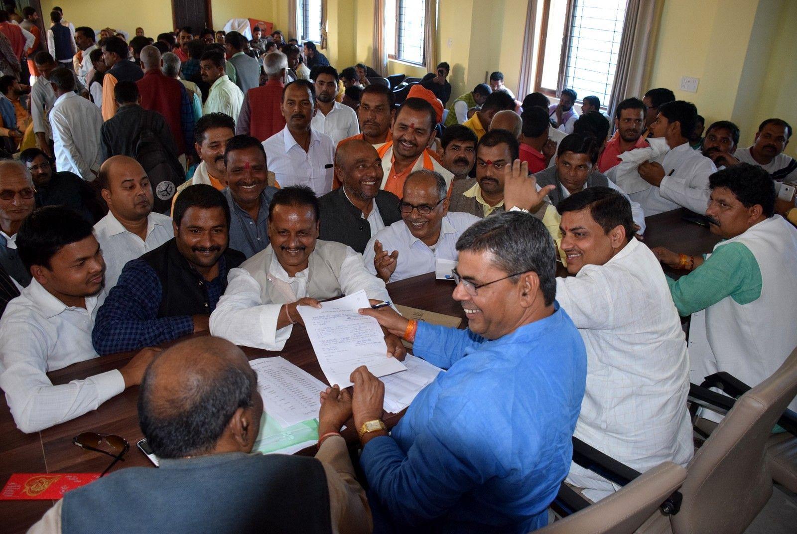 भाजपा कार्यलय पर जिलाध्यक्ष के चुनाव में अध्यक्ष बनने की होड़।