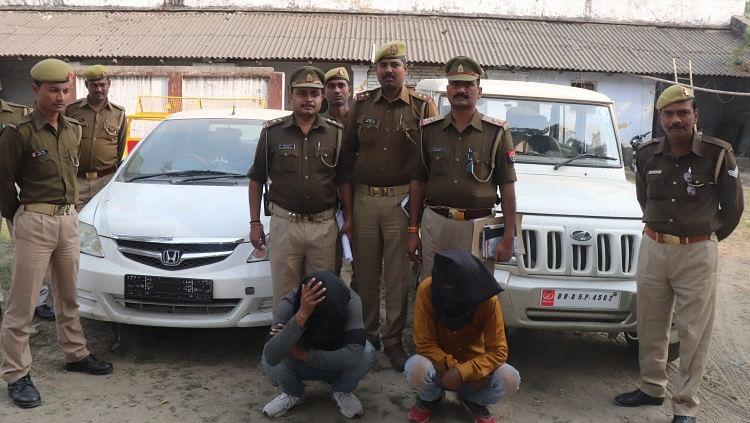 चोरी के दो कार के साथ दो बदमाश गिरफ्तार