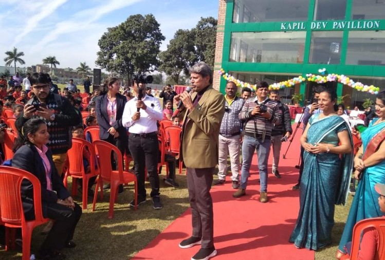 International cricketer kapil dev Give Suggestions to students for Autograph in rudrapur