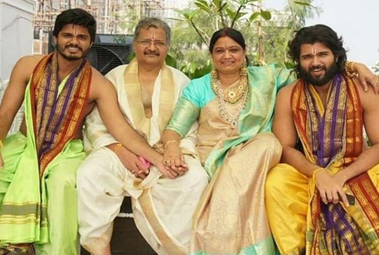 विजय देवरकोंडा परिवार के साथ