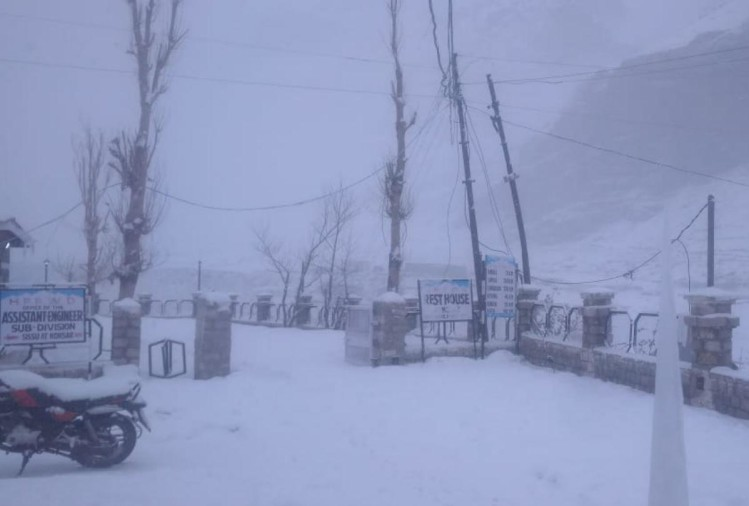 Fresh snowfall in Manali Lahaul and kinnaur and rain in lower himachal