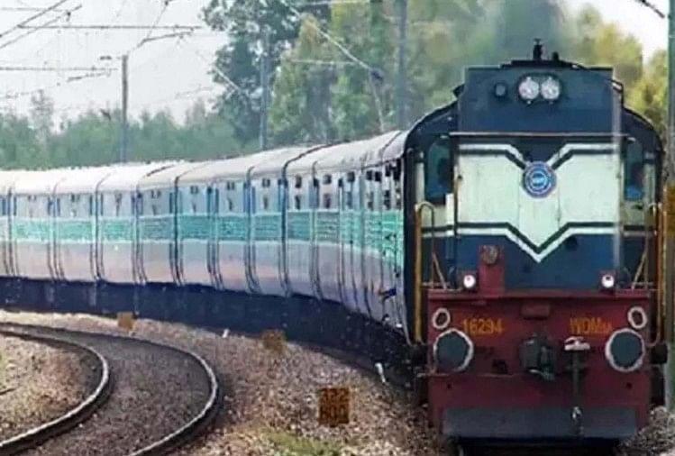 अब उद्योग नगरी कानपुर से भगवान कृष्ण की नगरी मथुरा जाने के लिए इलेक्ट्रिक ट्रेनें चलने लगेंगी। इससे स्पीड बढ़ने के साथ इस रूट पर ट्रेनों की संख्या भी बढ़ेगी, जिससे यात्रियों को आने जाने में सहूलियत होगी।