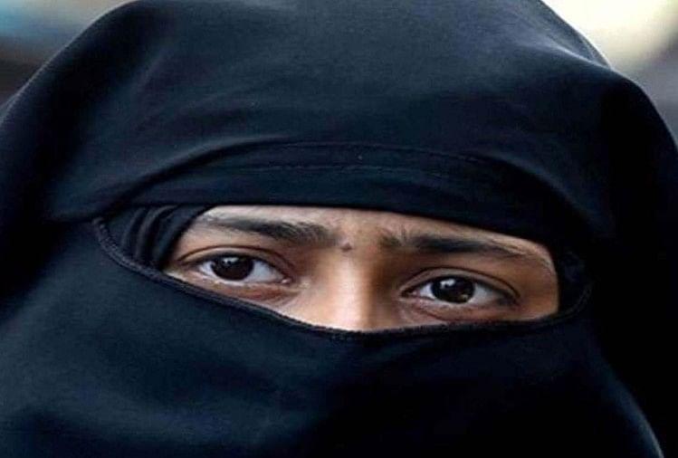 हरदोई जिले में संडीला के कासिमपुर थाना क्षेत्र के एक गांव निवासी महिला ने तहसील में आयोजित संपूर्ण समाधान दिवस में डीएम पुलकित खरे को दिए गए शिकायती पत्र में बताया कि उसका विवाह 20 वर्ष पूर्व क्षेत्र के एक गांव निवासी युवक के साथ हुआ था।