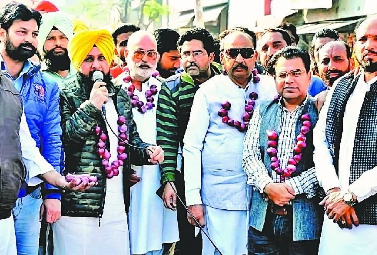 Congress workers protests against central government at Batala