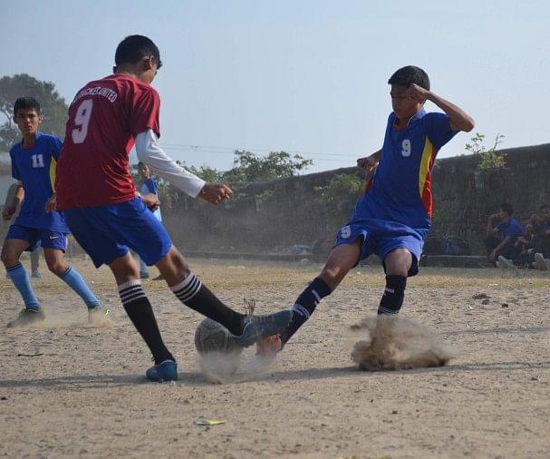 चार विभागों के बीच 'फुटबॉल' बना खेल महाकुंभ