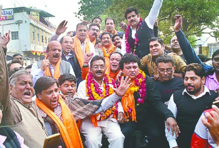 मेरठ में संयुक्त व्यापार संघ चुनाव में नामांकन के बाद ही व्यापारियों के सामने चुनाव परिणाम आ गया। नवीन गुप्ता की ओर 34 पदों पर नामांकन...