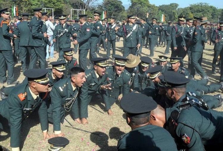 कानपुर के भूपेंद्र सिंह भारतीय सैन्य अकादमी (आईएमए) की पासिंग आउट परेड का अंतिम पग पार करके सैन्य अफसर बन गए हैं। इन्हीं की तरह कई और युवा भी सेना में अफसर बने हैं।