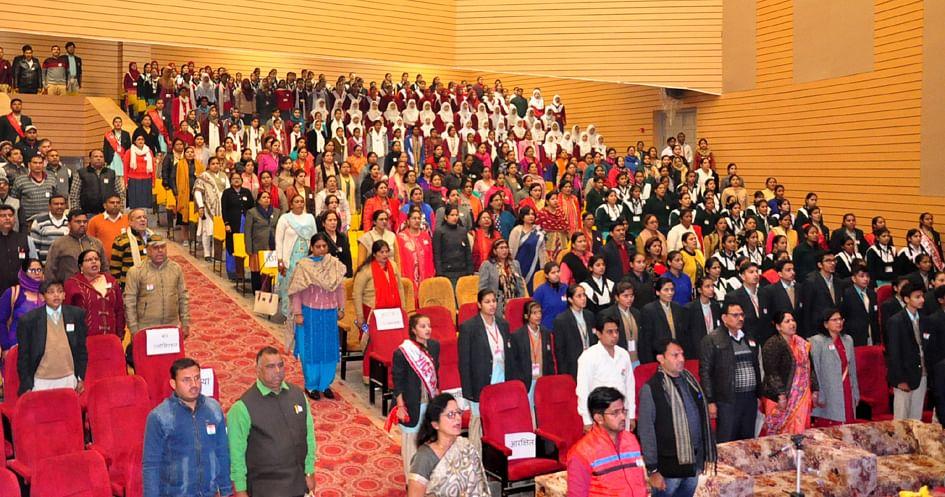 आशा माडर्न इंटर नेशनल स्कूल द्वारा आयोजित प्रान्तीय सम्मेलन में भाग लेते शिक्षक व टीचर