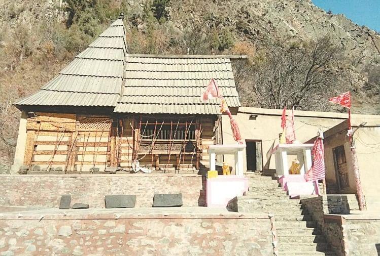 लकड़ी के खंभों पर टिके मृकुला देवी मंदिर के अस्तित्व को खतरा