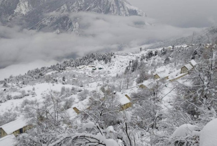 Heavy Snow freeze in Gangotri Dham After 24 years, 20 saints doing Austerity