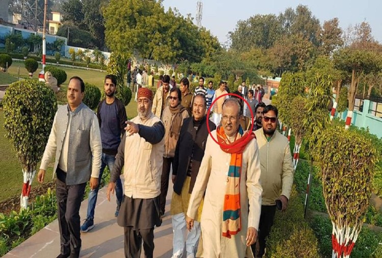 उत्तर प्रदेश भवन एवं अन्य सन्निर्माण कर्मकार राज्य परामर्शदात्री समिति के अध्यक्ष रघुराज सिंह को फिर से फोन पर धमकी मिली है।