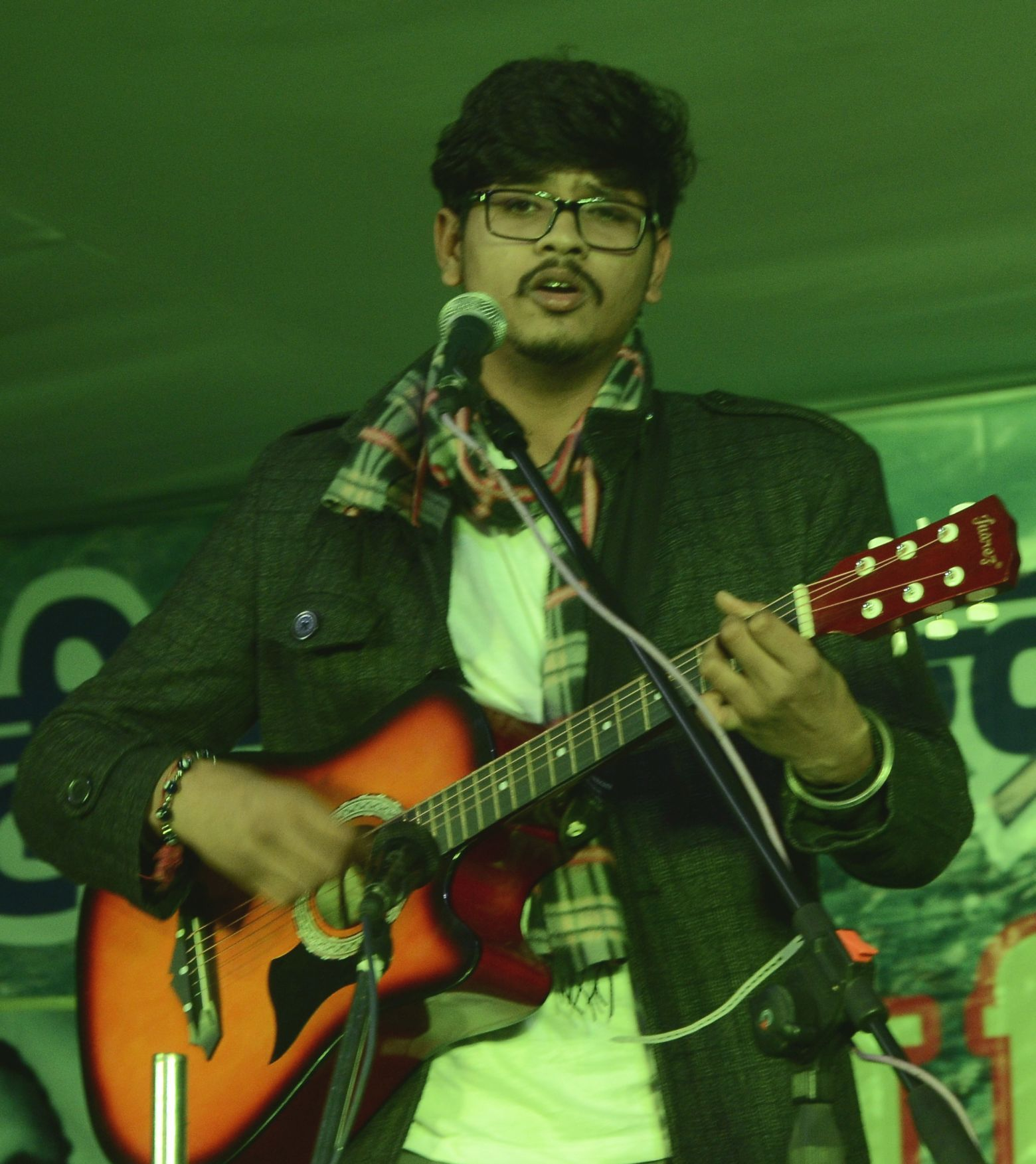 कीर्तिनगर में शहीद नागेंद्र सकलानी व मोलू भरदारी स्मृति मेले के समापन अवसर पर गानो की प्रस्तुति ?