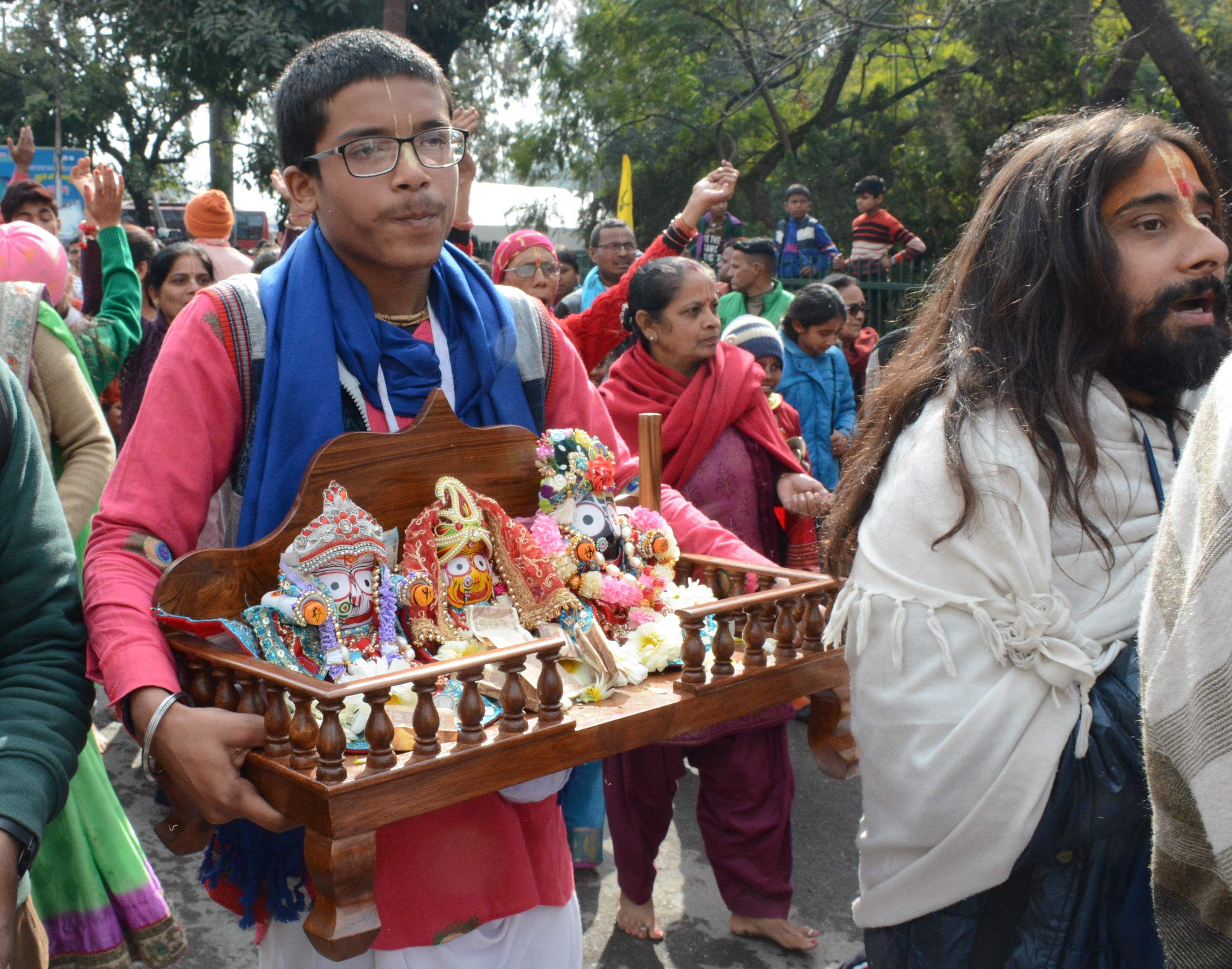 परेड मैदान से श्री जगन्नाथ मंदिर सेवा समिति की ओर से निकाली गई प्राचीन श्री जगन्नाथ रथ यात्रा में
