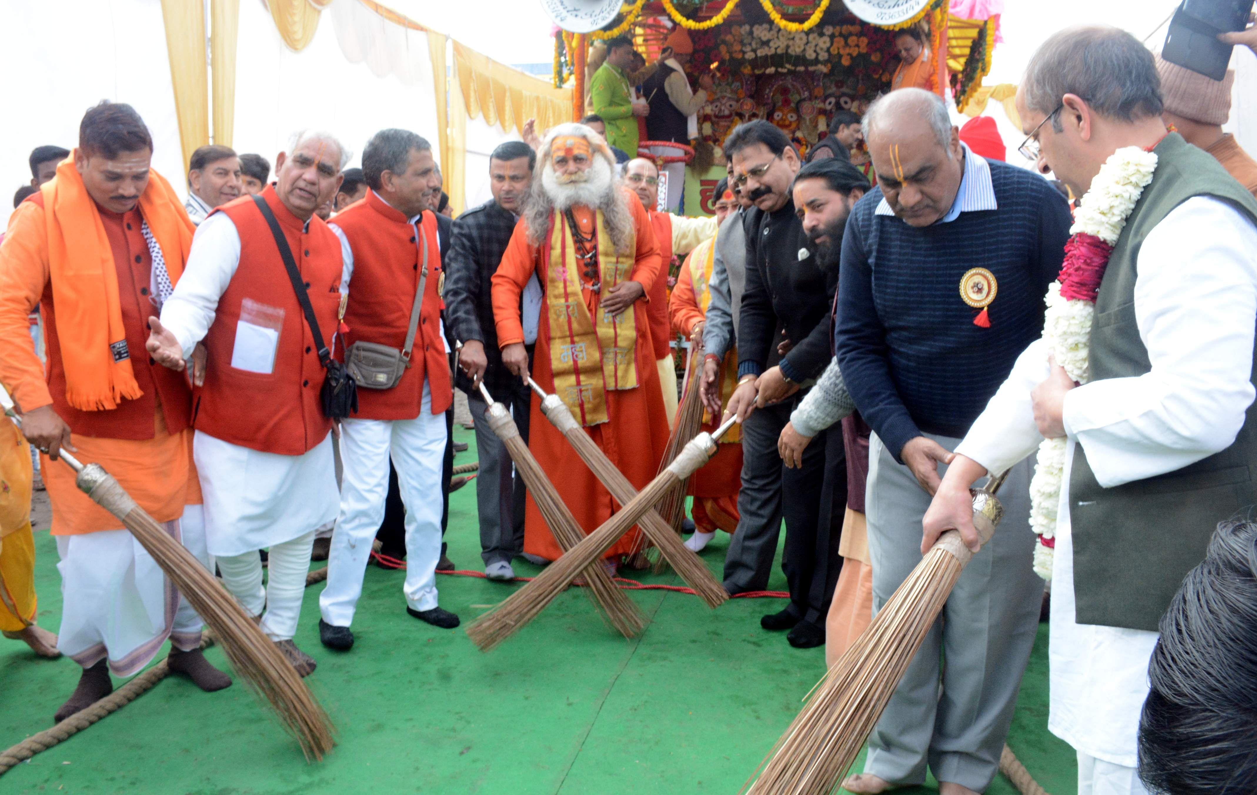 परेड मैदान से श्री जगन्नाथ मंदिर सेवा समिति की ओर से प्राचीन श्री जगन्नाथ रथ यात्रा के शुभारंभ के