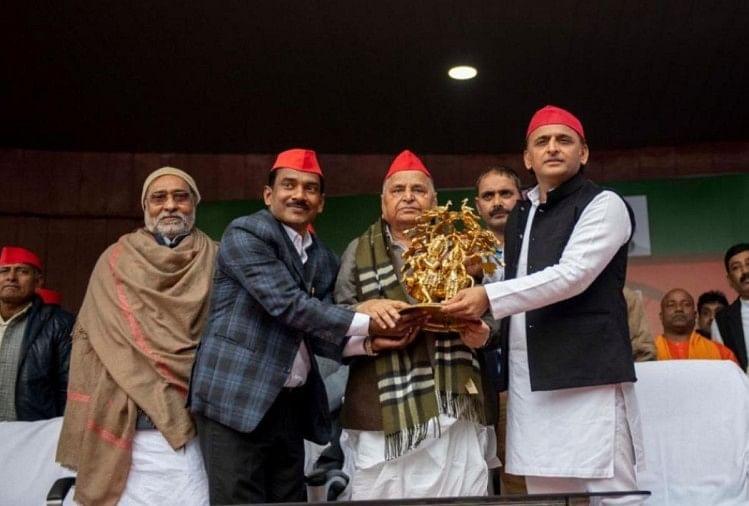 मुख्यमंत्री योगी से नाराज चल रहे हिंदू युवा वाहिनी भारत के अध्यक्ष सुनील सिंह ने समाजवादी पार्टी का दामन थाम लिया। उन्होंने अपने दल का सपा में विलय कर दिया।