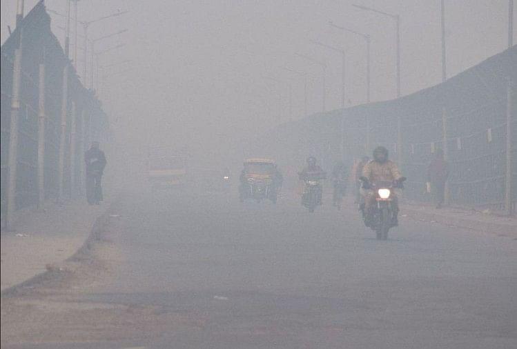 Delhi Ncr Wrapped In Fog Sheet, Visibility Level Was 300 Meters In Morning  - कोहरे की चादर में लिपटा रहा दिल्ली -एनसीआर, सुबह 300 मीटर रहा दृश्यता का  स्तर - Amar Ujala Hindi News Live
