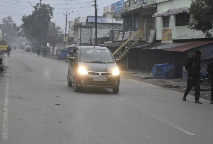 गोरखपुर में रविवार सुबह की शुरुआत भी कोहरे में लिपटी रही।