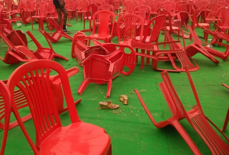 वाराणसी के बड़ागांव थाना क्षेत्र के हरहुआ क्षेत्र में 'हाफ कंट्री रेस' के आयोजन में सुबह जमकर हंगाना हुआ और भगदड़ मच गई। इस रेस में शामिल होने आए युवाओं ने जमकर तोड़फोड़ की और पत्थरबाजी भी की...
