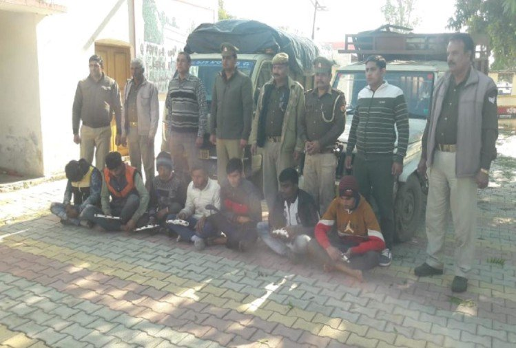 उत्तर प्रदेश के सहारनपुर जनपद में पुलिस ने गुरुवार को एक बड़े पशु चोर गिरोह का खुलासा करते हुए सात बदमाशों को गिरफ्तार किया है।