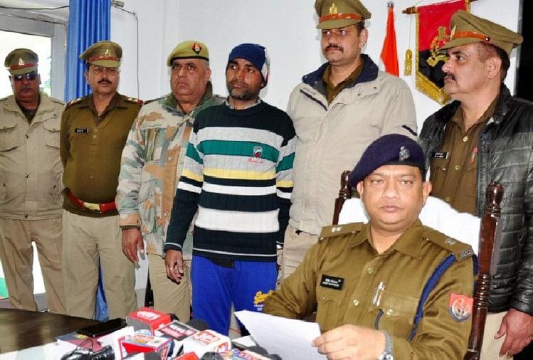 उत्तर प्रदेश के सहारनपुर जनपद में दुर्लभ सांप दिखाकर 72 लाख रुपये की ठगी करने के मामले में पुलिस ने पांचवें तस्कर को भी गिरफ्तार कर लिया है। आरोपी के पास नौ लाख की नगदी बरामद हुई है।
