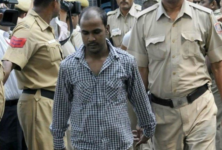 Nirbhaya Case: convict mukesh mother start weeping before judge with folding hands ask mercy for son