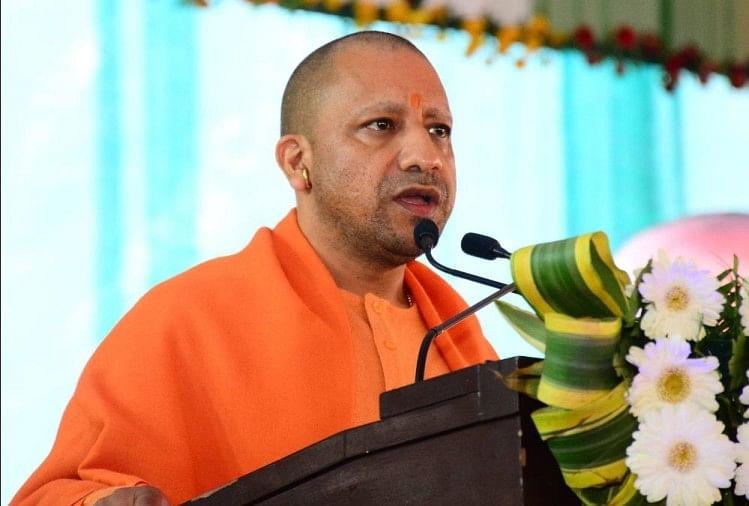 मुख्यमंत्री योगी आदित्यनाथ की अध्यक्षता में प्रदेश कैबिनेट की बैठक मंगलवार सुबह साढे़ नौ बजे लोकभवन में होगी।