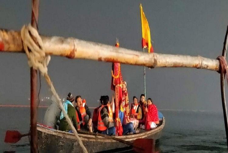 प्रयाराज में माघ मेले को देखते हुए बेहतर व्यवस्था का आयोजन किया है। देशभर से संगम में डुबकी लगाने के लिए लोग पहुंच रहे हैं।