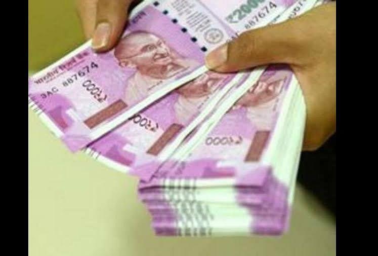 अल्लापुर स्थित एसबीआई के एटीएम से पांच लाख रुपये गायब कर दिए गए। इस मामले में कैश लोड करने वाली कंपनी एसआईएस ने अपने ही दो...