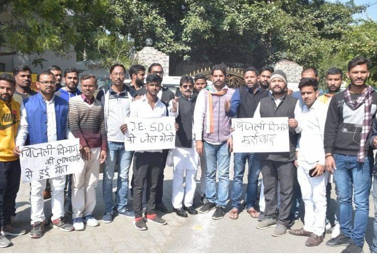 उत्तर प्रदेश के प्रयागराज में बिजली विभाग की घोर लापरवाही सामने आई है।
