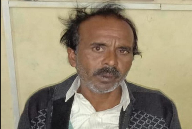 पीलीभीत डिपो की रोडवेज बस में ढाई क्विंटल विस्फोटक भरे कट्टे लादने वाले फर्रुखाबाद के कुली को बारादरी पुलिस ने शुक्रवार को जेल भेज दिया।