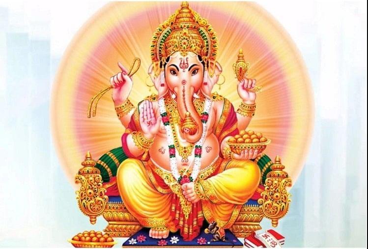 How To Keep Lord Ganesh Picture In Home - घर के मुख्य दरवाजे पर भगवान गणेशजी  की मूर्ति इस तरह लगाने से दूर होंगे सभी तरह के दोष - Amar Ujala Hindi