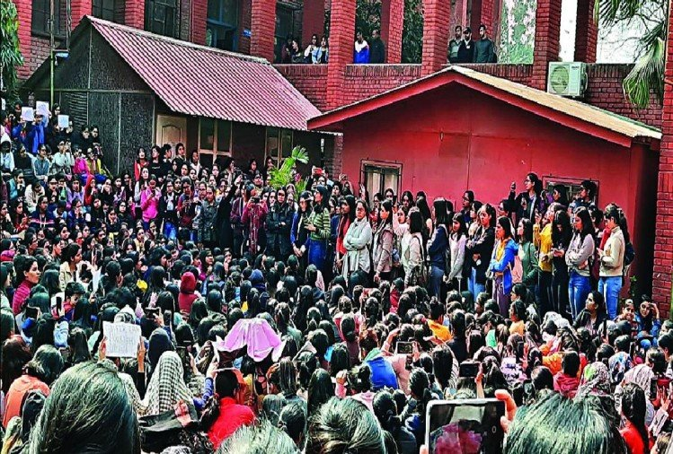 Security officials did nothing when men gatecrashed campus, molested girls: Gargi College students