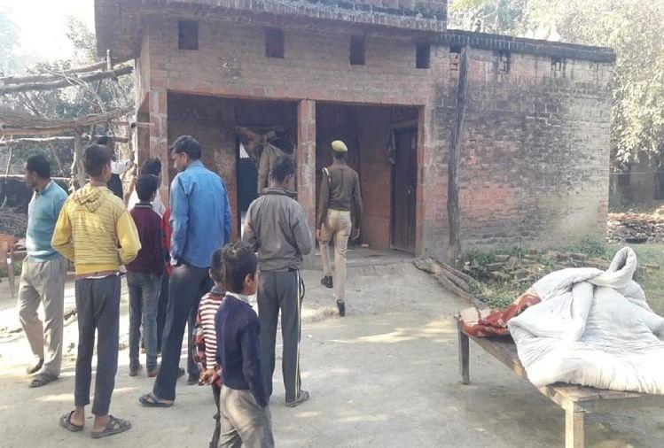 लखीमपुर खीरी जिले के थाना फरधान क्षेत्र के गांव बरखेरवा में एक शख्स ने कमरे में सो रही अपनी पत्नी आरती मिश्रा 37 और बेटी पूर्णिमा (छह) की गोली मारकर हत्या कर दी।