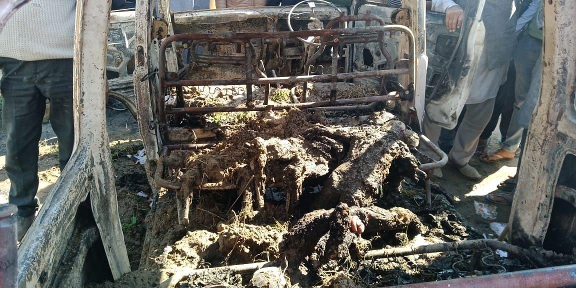 लौंगोवाल जली हुई वैन में बच्चों के शव।