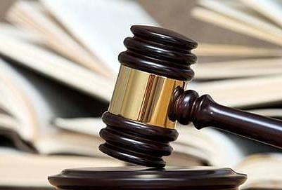 इलाहाबाद हाईकोर्ट ने कहा की वैधानिक नियमों के तहत गठित मेडिकल बोर्ड के निष्कर्षों में दखल देने का अदालत का अधिकार बेहद सीमित है। सामान्य रूप से अदालतों को मेडिकल बोर्ड के निष्कर्षों में दखल नहीं देना चाहिए।