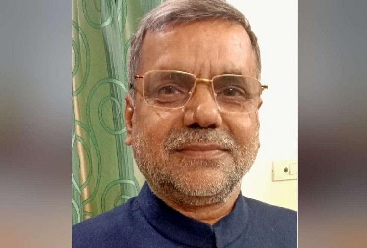 जिला सहकारी बैंक के पूर्व अध्यक्ष रामदरश विद्यार्थी की गिरफ्तारी पर एमएलसी देवेंद्र प्रताप सिंह ने सवाल खड़ा करते हुए उसे एक साजिश करार दिया।