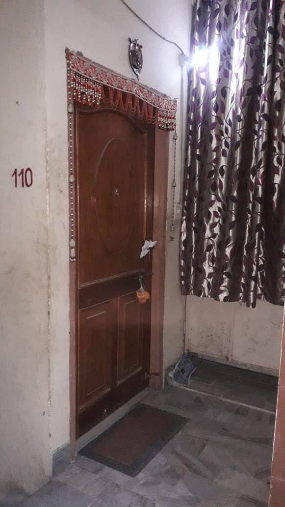बस्ती जिले में सोमवार रात सड़क हादसे में गोरखपुर के मृत प्रमुख व्यवसायी प्रेम जालान और उनकी पत्न?