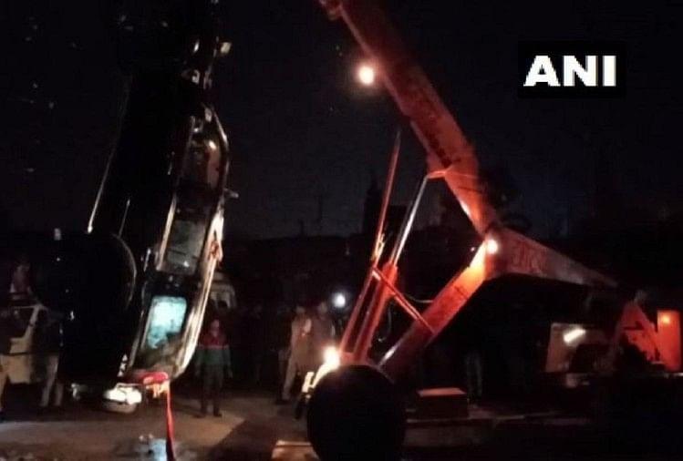 मध्यप्रदेश: अनियंत्रित कार गौरी सरोवर में गिरी, तीन लोगों की डूबने से मौत, शव बरामद