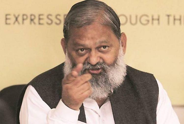 Bjp Minister Anil Vij Throws Phone While Expressing Anger Against Officers  - भाजपा मंत्री अनिल विज बिफरे, सरकार का बेड़ा गर्क करने में लगे हैं अफसर कह  कर फेंका फोन - Amar