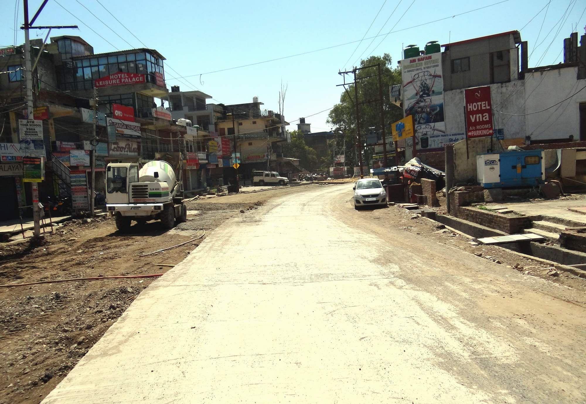 सुनसान पड़ा बद्रीनाथ राष्ट्रीय राजमार्ग।