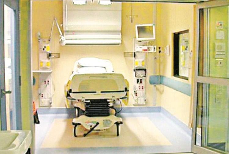 लूकरगंज में कोरोना के दो पॉजिटिव मामले सामने आने से हिम्मतगंज स्थित यूनानी मेडिकल कॉलेज में बनाए गए कोविड-19 लेवल-1 हॉस्पिटल को शिफ्ट किया जा सकता है। स्वास्थ्य विभाग ने इसके लिए तैयारी तेज कर दी है। यहां स्वास्थ्य विभाग ने 100 बेड...
