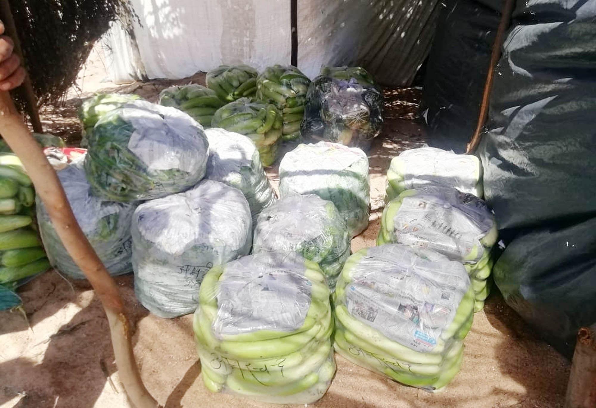 हमीरपुर में बारी के पास पैक रखी हरी सब्जियां।