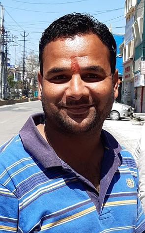 ग्राहक विक्रम शर्मा।