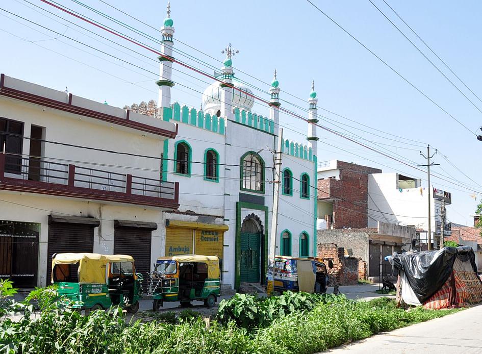 सहारनपुर में लॉकडाउन के चलते जमात के सर्च ओपरेशन के बाद बंद पड़ी मस्जिद
