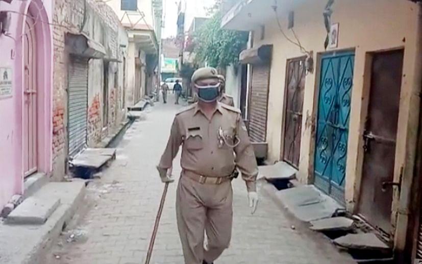 सहारनपुर में लॉकडाउन के चलते जमात के सर्च ओपरेशन करती पुलिस