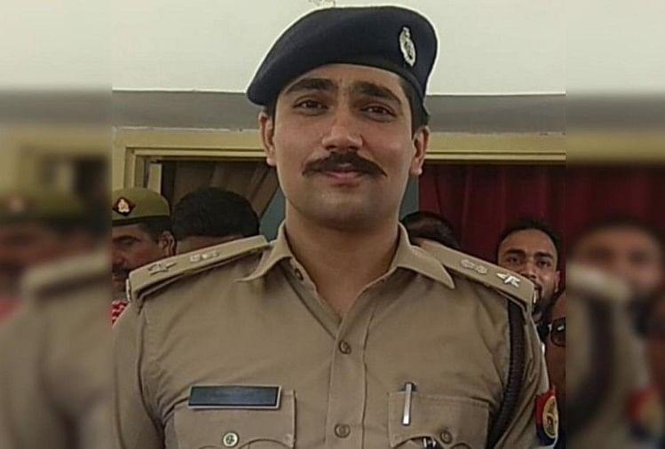 मुजफ्फरनगर मेंजिला अस्पताल में हंगामा करने पर भीम आर्मी के जिलाध्यक्ष को गिरफ्तार कर लिया गया है।